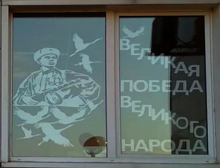 Приморцы открыли в своих домах «Окна Победы»